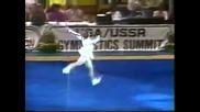 Гимнастикът Пол Хънт разсмива публиката със забавното си изпълнение