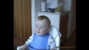 Потресаващ Смях На Бебе