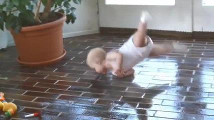 бебе играе много добре Брейк