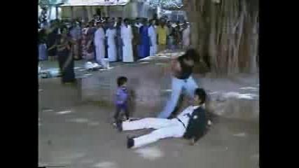 Бойна Сцена С Малкото Индийче