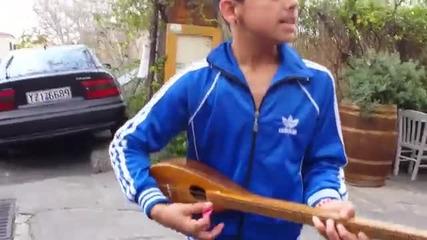 Невероятно момче пее Ena Psema