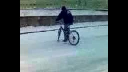 Луд дрифтаджия с колело