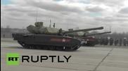 Русия: Вижте топ-секретните Amata T-14 танкове на парада по случай деня на победата в Москва