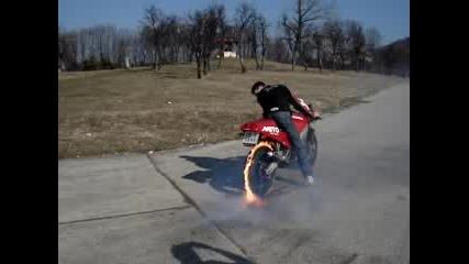 Запалване Гумата С Огън