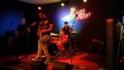 Група Gang забива в бар Target в Бургас. Парче на Metallica