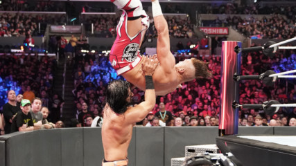 Buddy Murphy soars over the top rope in Cruiserweight Title clash: Survivor Series 2018 (WWE Network Exclusive)