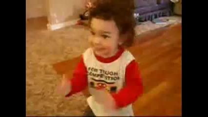 Дете играе брейк 2