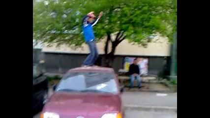 Taнц върху кола 3