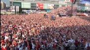 Страхотно видео! Вижте как 100 000 избухнаха при първия гол на Евро 2012!