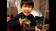 Невероятно изпълнение с китара на 6 годишно дете
