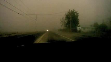 Минаване с кола през пясъчна буря !