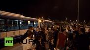 Гърция: Хиляди бежанци пристигнаха в Атина от пренаселеният ов. Лесбос