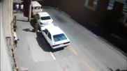 Автокрадец изненадан от собственика в момент на кражба получава правосъдие на място!