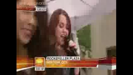 Miley Cyrus - Party in the Usa - Live