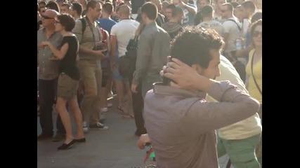 Дансwithme Протест - Група младежи провокатори изолирани от протестиращите - 18.06.2013 г.