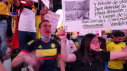 USA: Thousands gather in Times Square to denounce police crackdown on protests in Colombia