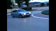 Bmw E39 Прави Як Drift На Кръгово