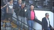 ВИДЕО: Венци Стефанов си тръгна намръщен от стадион Славия