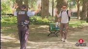 Скрита камера ! Полицай си изпуска оръжието...
