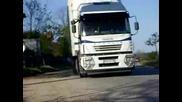 Минаващ камион Ивеко Стралис край Cтражица