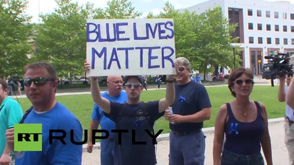 USA: 'Black Lives Matter' protesters interrupt pro-police rally