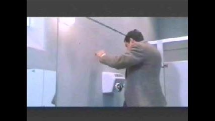 Мистър Бийн В Тоалетната