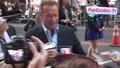 Фенове посрещат Арнолд Шварценегер на премиерата на филма му Непобедимите 3 (2014)