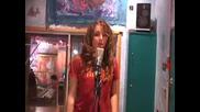 Готино Момиче Пее Повече От Перфектно
