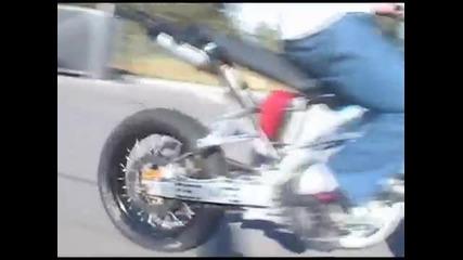 Supermoto stunt man !!