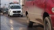 Пътната настилка край ж.п. гарата във Варна пропада (ВИДЕО)