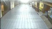 Торнадо в Сейнт Луис към вътрешността на летището