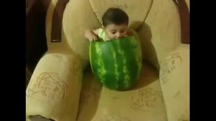 Бебе яде диня =_=
