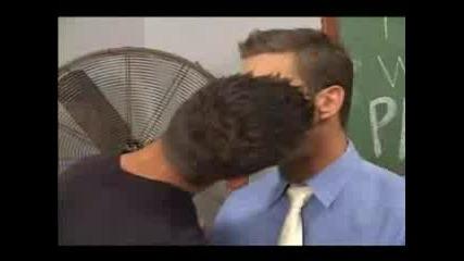 Горещите Целувки На Вrent Еverett