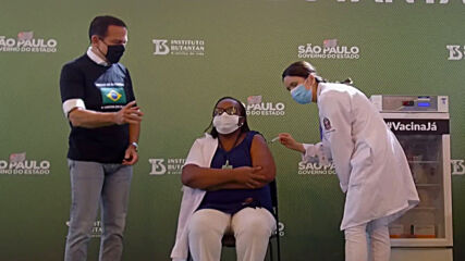 Brazil: Nurse 1st to be inoculated in country as emergency use approved for two COVID vaccines
