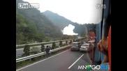 Бензиновоз се взривява на магистралата
