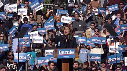 USA: Alexandria Ocasio-Cortez endorses Bernie Sanders at massive NYC rally
