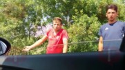 Роми продават риба край Приморско