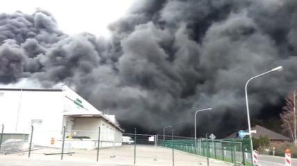 Germany: Black smoke billows from 'Wiesenhof' factory fire