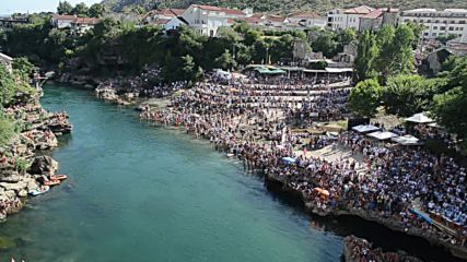 Bosnia and Herzegovina: Mostar hosts the 450th Stari Most diving competition
