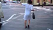 Пияна жена наритва коли