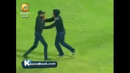 Инцидент: Най-малко 71 са загиналите при сблъсъци на фенове след футболен мач в Египет !!!