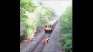 железопътен работник спасява пиян велосипедист от насрещният влак