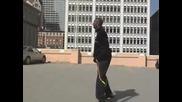 Kobe Bryant Прескача Кола Която Се Движи