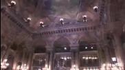 Парижката опера Гарние и музикални теми из мюзикъла Фантомът от операта от Ендрю Лойд Уебър