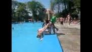 Скок след скок в басейна :)