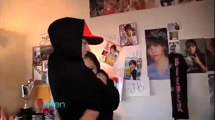 Justin Bieber изненада жестоко своя фенка, която твърди, че мечтата й е да го целуне! ;d