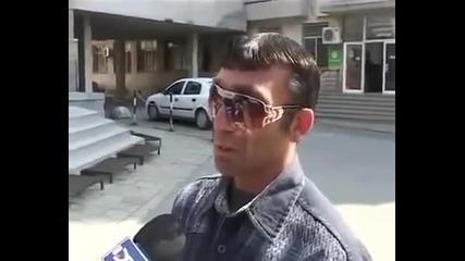 Циганин се опитва да обясни нещо на репортер (смях)