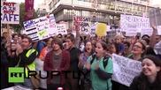 """Великобритания: Хиляди млади доктори омаловажават """"опасните и нечестни"""" договори"""