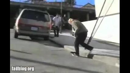 Най - болезненото пребиване с скейтборд ! Смях !