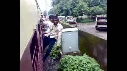 Ето как се возят на влак в Судан